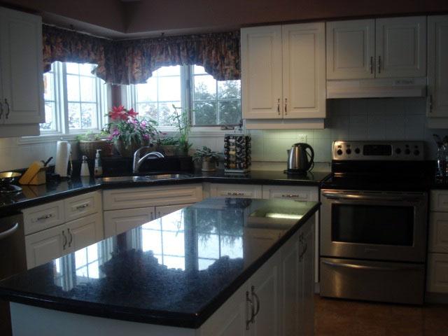 Kuchnia w salonie czy u stolarza -> Kuchnie W Salonie