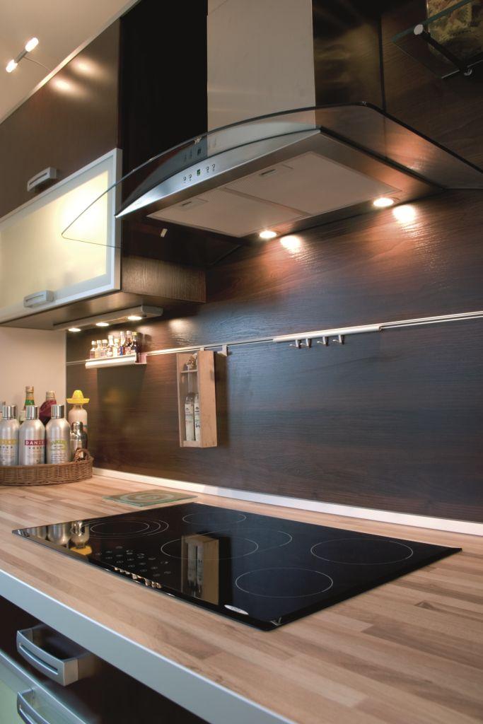 kuchnia, drewno, Aranżacje kuchenne z drewnem na ścianie