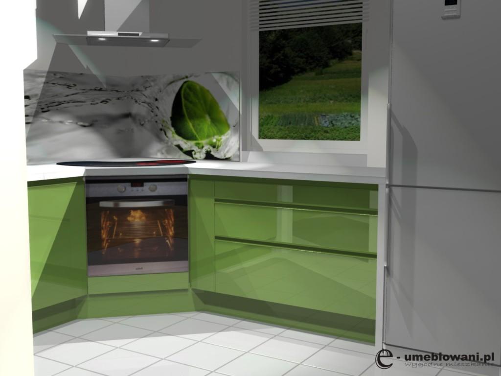 projekt kuchni z dwoma oknami, zielone forny, grafika na szkle