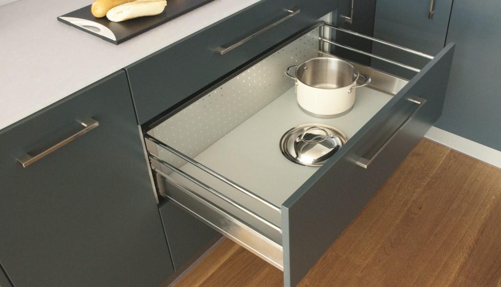 kuchnia, szafki kuchenne, Nowoczesne systemy organizacji szuflad kuchennych maty