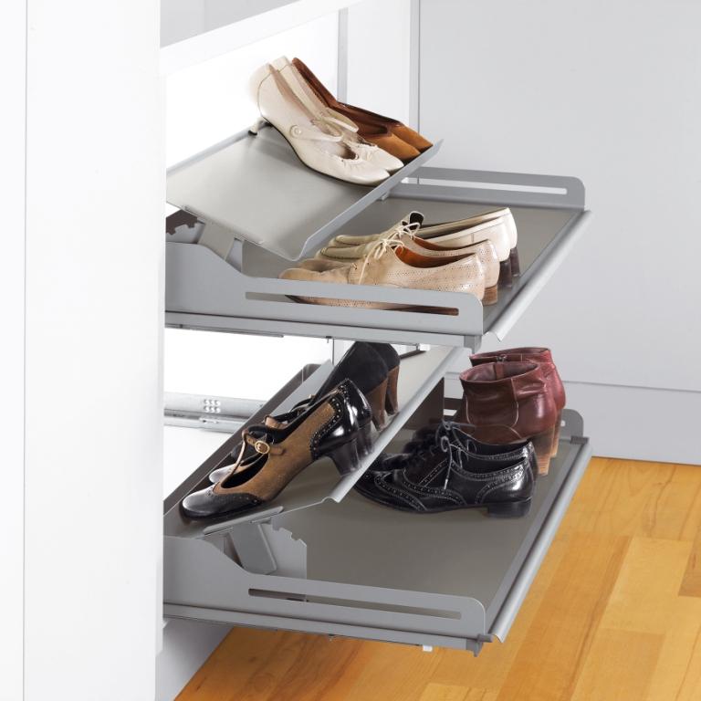 szafa, Wyposażenie szafy i garderoby w półki wysuwane