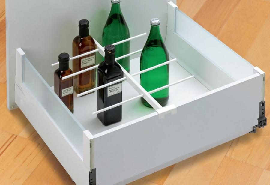 kuchnia, meble kuchenne, szafki kuchenne z szufladami, wkład na butelki do szuflady