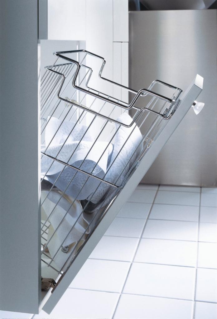 łazienka, kosz na bielizne w szafce