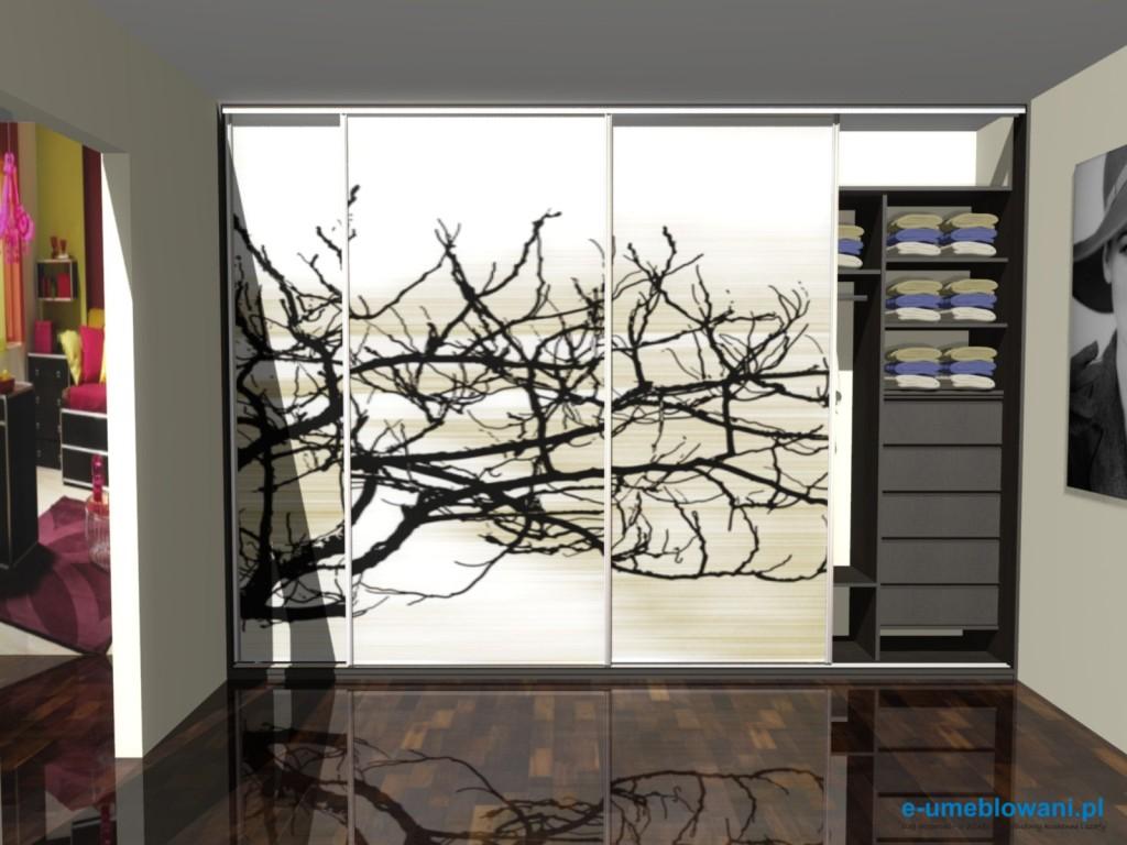 szafa wnękowa, drzwi przesuwne z fototapeta gałęzie