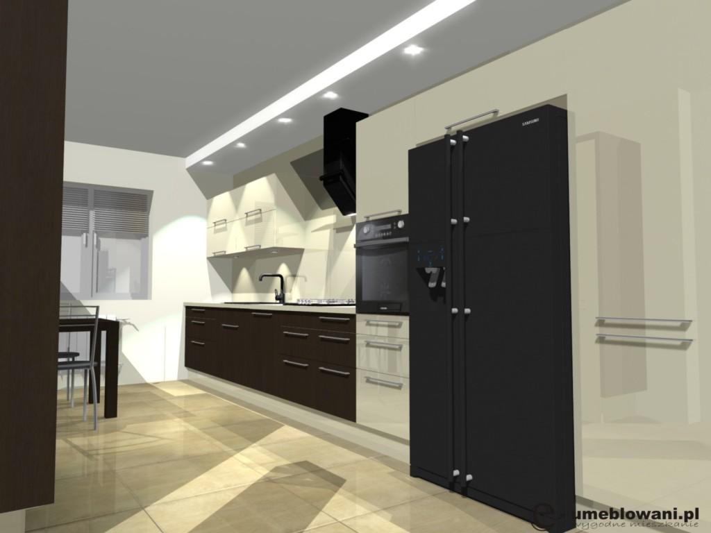 Kuchnia wanilia z brązem, lodówka side by side, szkło na ścianie