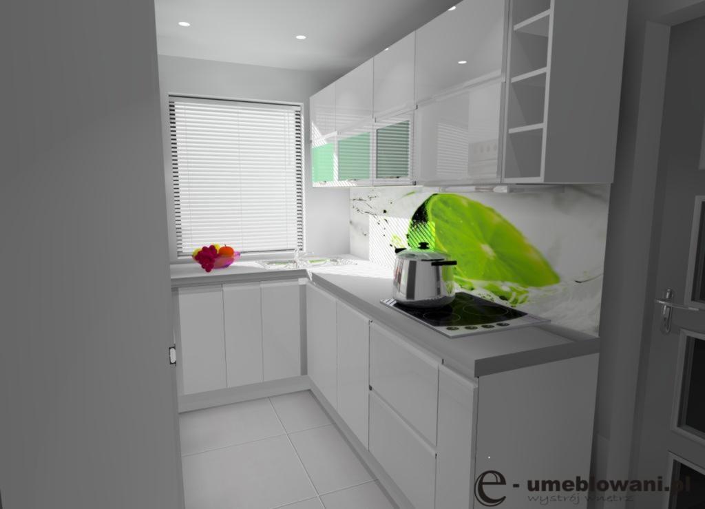 wąska-kuchnia-biała_szkło_limonka_na_ścianie-płytki-białe_jedno_okno_szary_blat