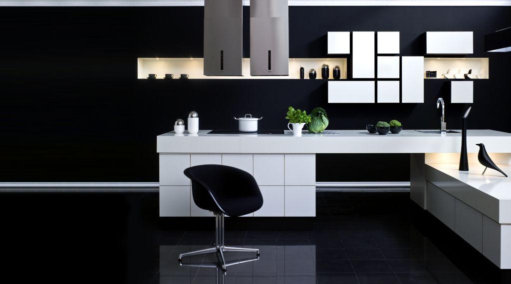 aranżacja kuchni z czarną ścianą
