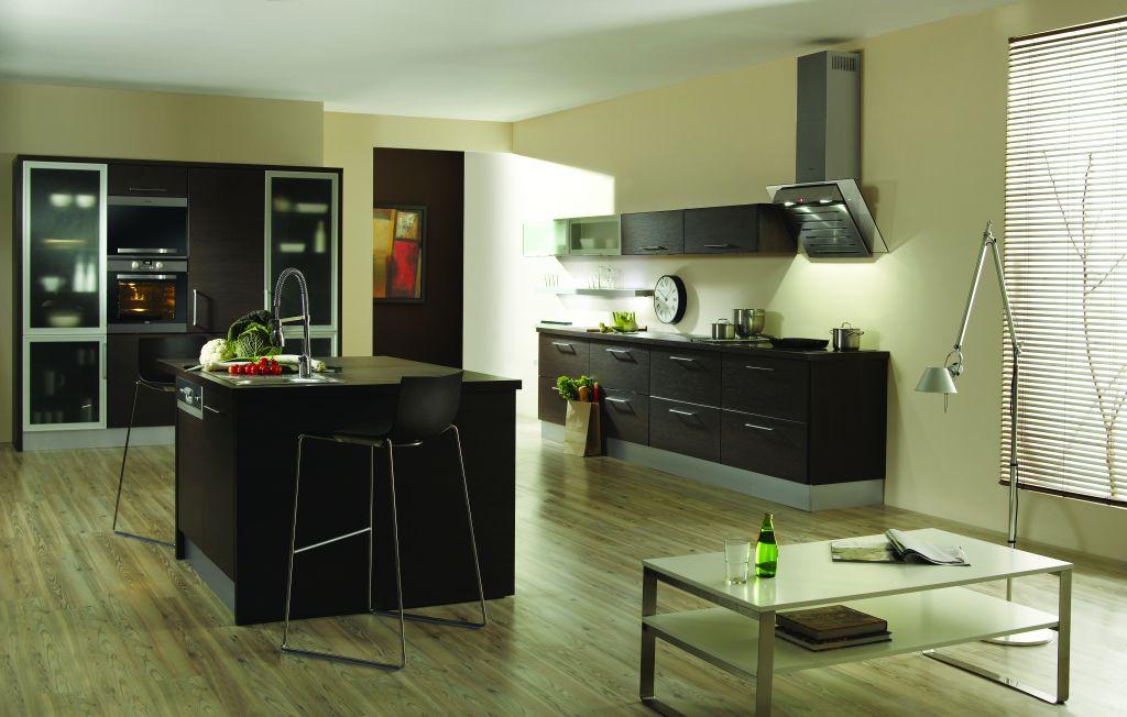 aranżacja kuchni z salonem wenge i wsypą kuchenną