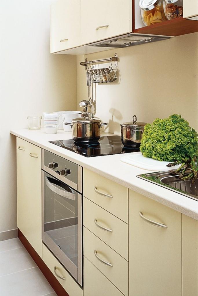 Projekty małych kuchni ze szkłem
