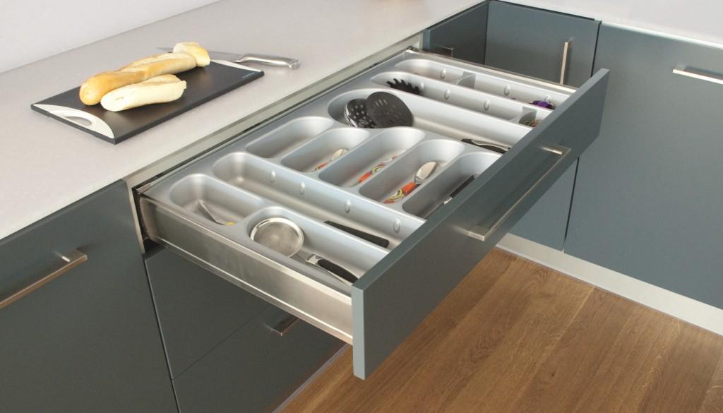 kuchnia, meble kuchenne, szuflady, Wkłady na sztućce i talerze