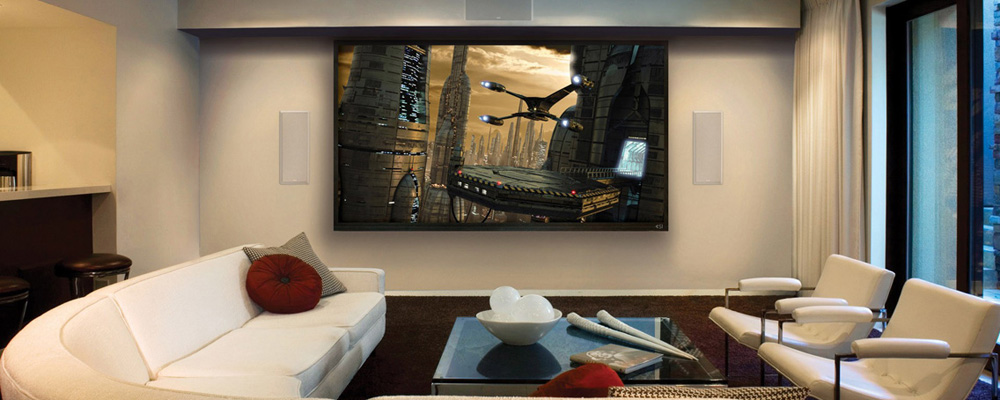 Salon, stolik kawowy, kanapa, fotele, duży telewizor